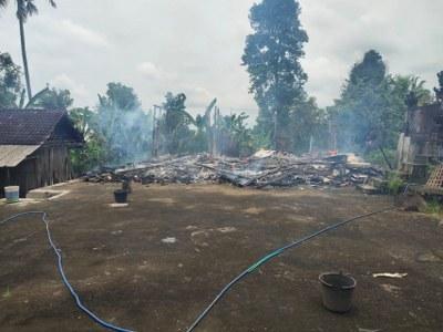 Ket Poto, Api menghanguskan rumah di Asahduren, Pekutatan. Kamis (11/2/2021)
