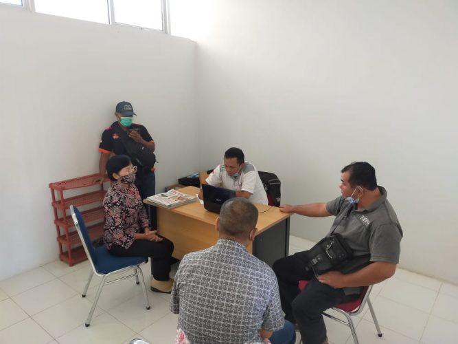 Ket Poto, Sejumlah kontraktor Melawi mendatangi Kantor panitia layanan pengadaan barang dan jasa Kabupaten Melawi yang terletak di Kantor Bupati Melawi, Jumat (21/5/2021) pagi.