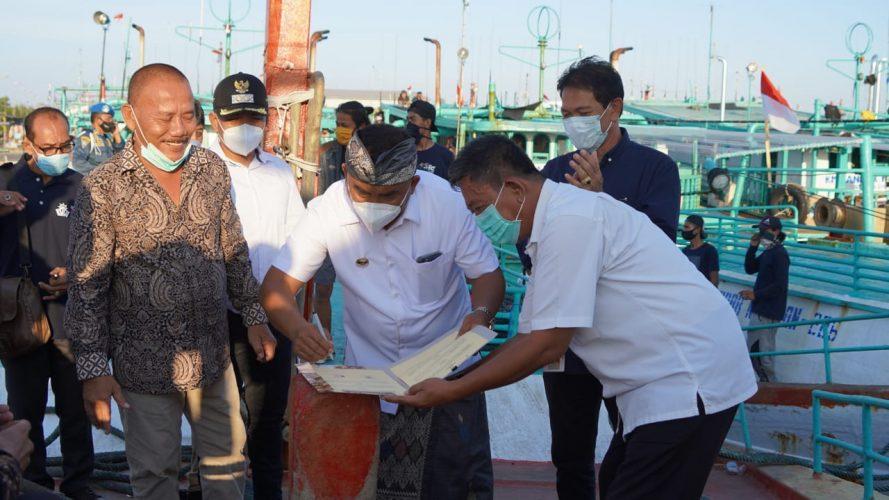 Ket Poto Bupati Tamba tandatangani MOU (Memorandum Of Understanding /Perjanjian Kerjasama) komitmen pembangunan investasi perikanan di Benoa Bali