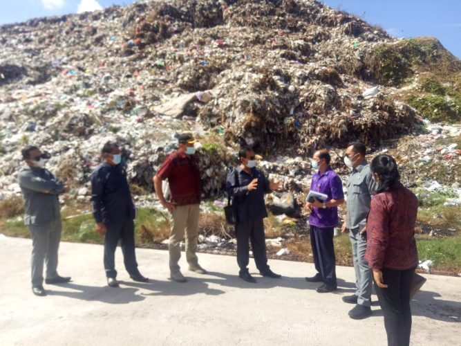 Ket poto, Komisi III DPRD Jembrana sidak ke TPA Peh dan lokasi lahan relokasi sampah di eks galian C