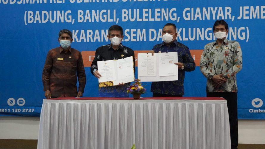 Ket poto : Ombudsman RI Perwakilan Bali dan Pemerintah Kabupaten Jembrana melaksanakan penandatanganan nota kesepakatan, Selasa (4/6).