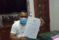 Bupati Jembrana I Nengah Tamba tunjukan surat penegasan tidak ada pungutan biaya seragam